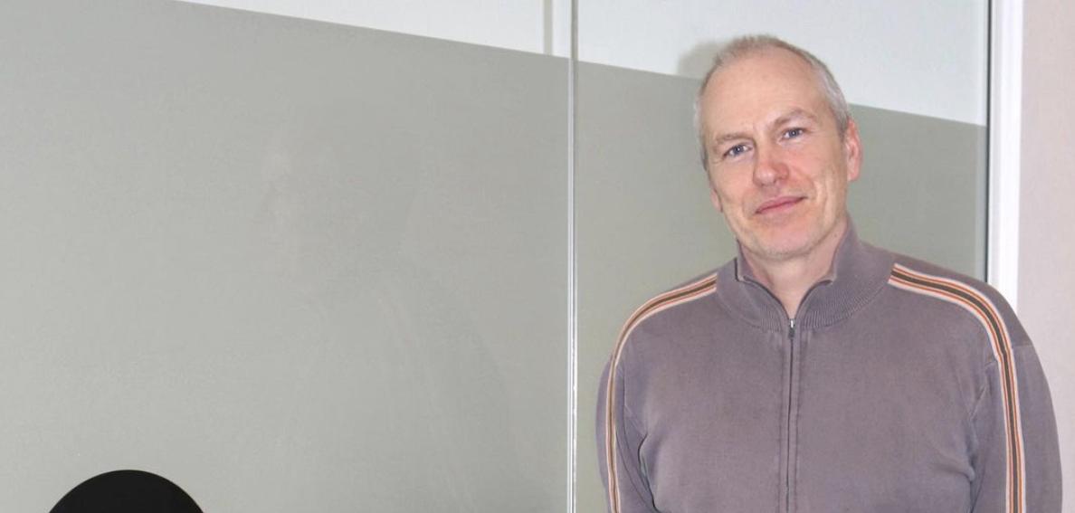 Sky Sports favourite Rob Wotton has FUE hair transplant